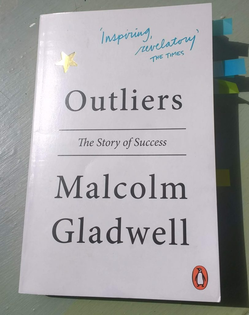 Book cover of Outliers by Malcolm Gladwell